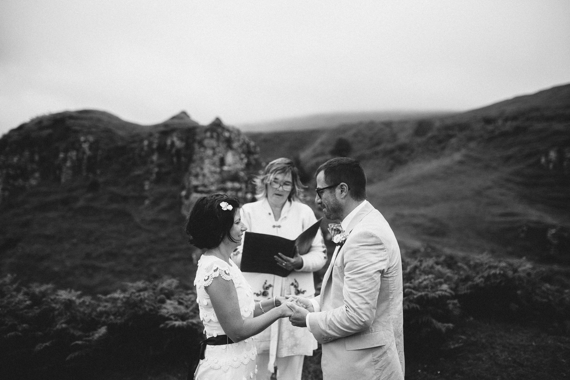 Megan_Matt_Elopement_IntimateWedding_Scotland_IsleOfSkye_JeanLaurentGaudy_075