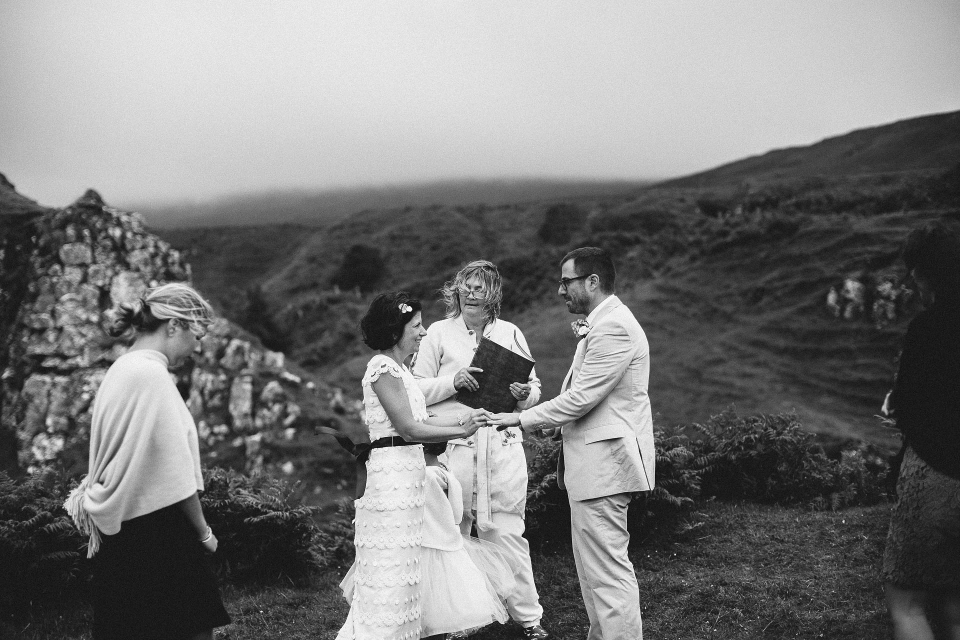 Megan_Matt_Elopement_IntimateWedding_Scotland_IsleOfSkye_JeanLaurentGaudy_084