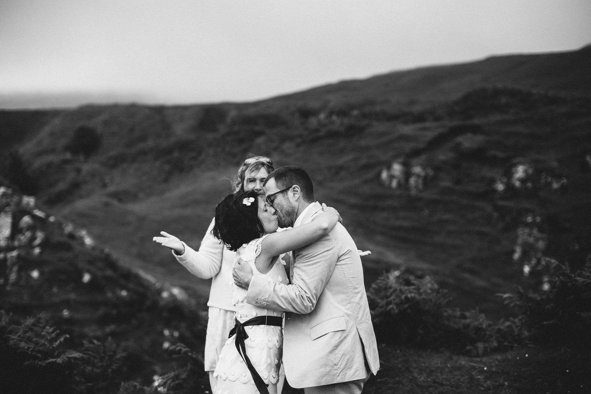 Megan_Matt_Elopement_IntimateWedding_Scotland_IsleOfSkye_JeanLaurentGaudy_091