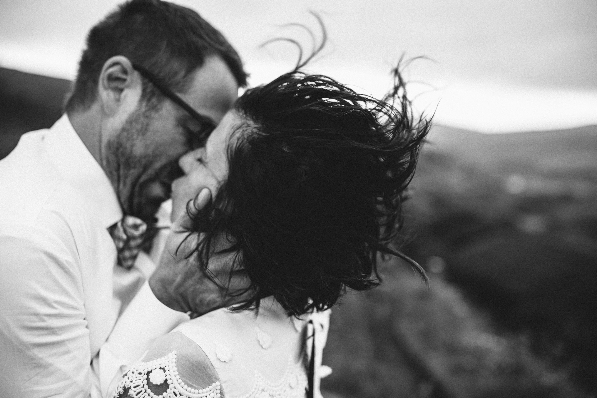 Megan_Matt_Elopement_IntimateWedding_Scotland_IsleOfSkye_JeanLaurentGaudy_096