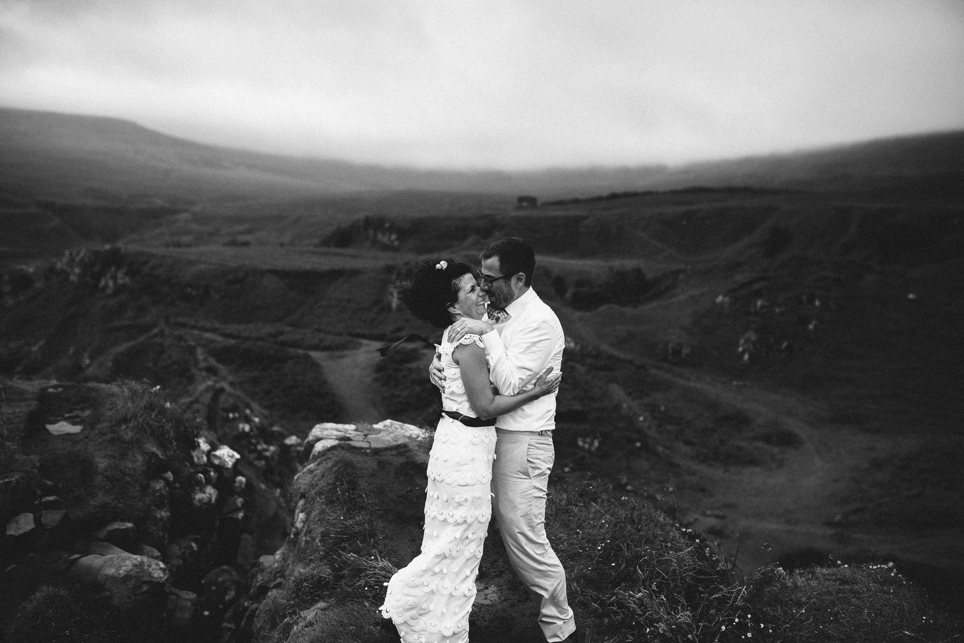 Megan_Matt_Elopement_IntimateWedding_Scotland_IsleOfSkye_JeanLaurentGaudy_100
